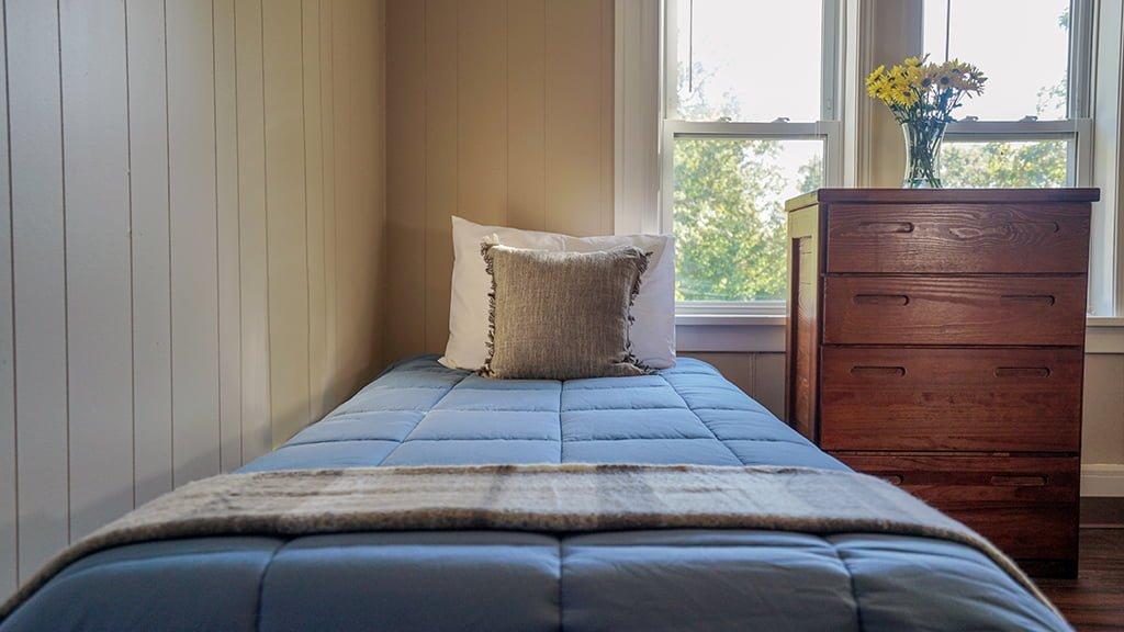 Plainwell Oaks bedroom